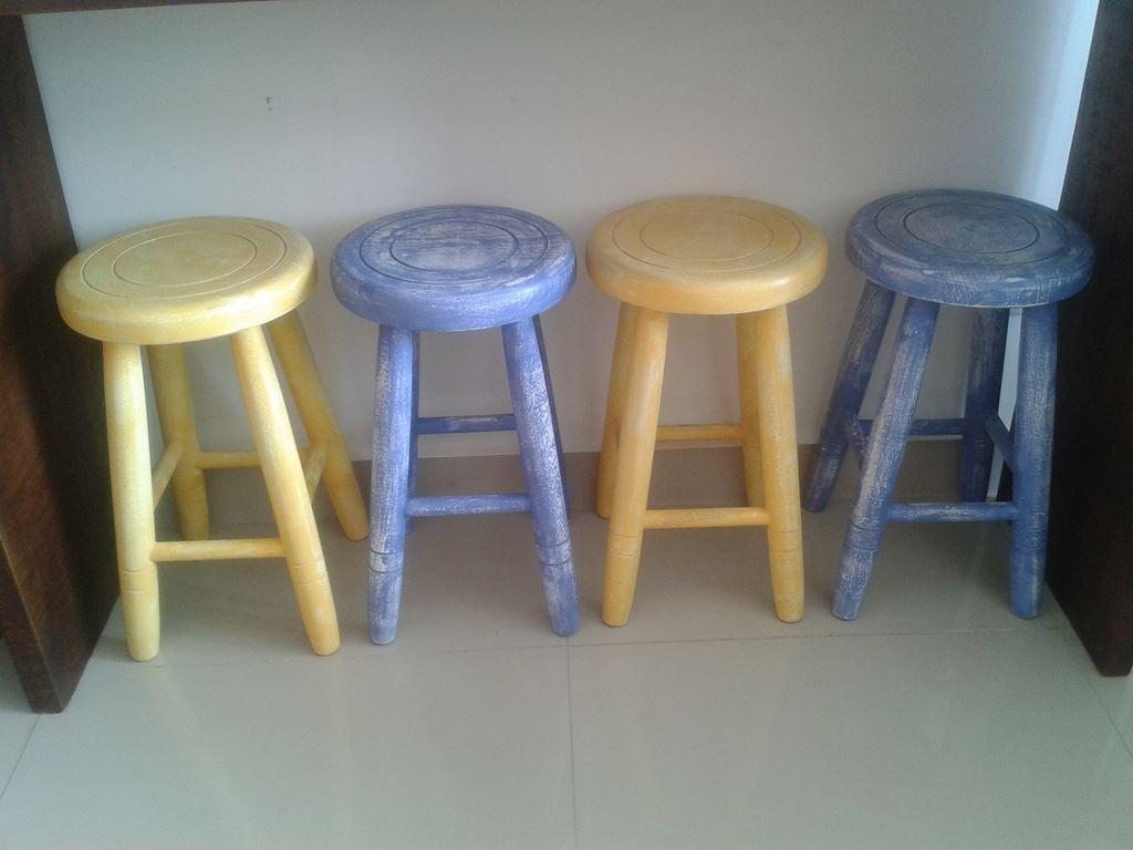 banquetas de madeira com patina vaso de mármore e mosaico #917E3A 1024x768