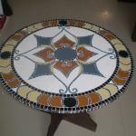 Tampo de Mesa em Mosaico pé de Madeira