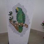 Vaso de Mármore e Mosaico Papagaio
